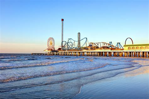 How to Travel From Corpus Christi to Galveston by Bus, Car