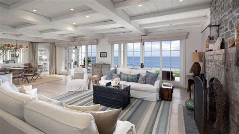 """A Beach House That Rivals The """"Something's Gotta Give"""