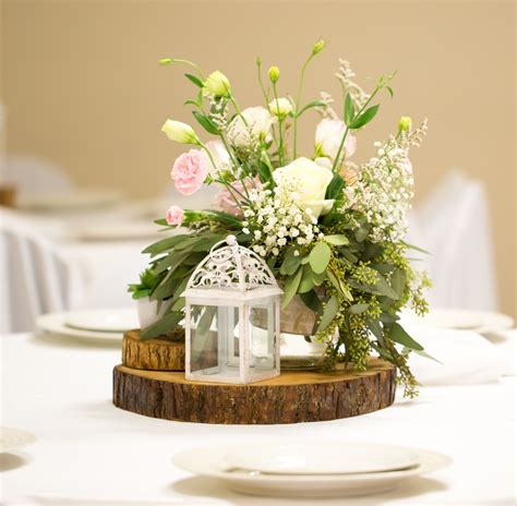 These wood slab centerpieces will steal the show at any