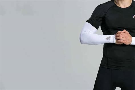 Best Compression Arm Sleeves For Men Reviewed [2020]