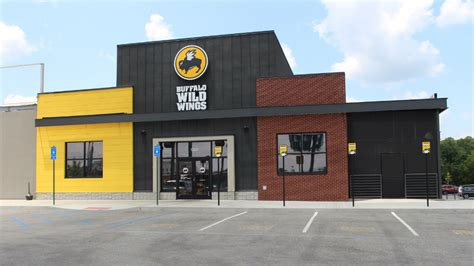 BDubs Promises Free Wings if the Super Bowl Goes to OT